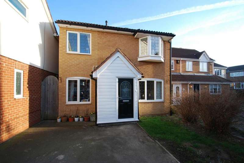 3 Bedrooms End Of Terrace House for sale in Guardian Close, Hornchurch, Essex, RM11