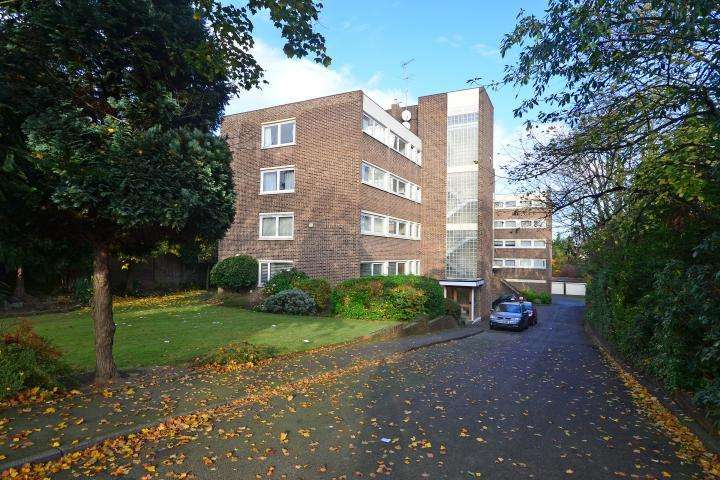2 Bedrooms Flat for sale in Marcourt Lawns, Hillcrest Road, Ealing, W5