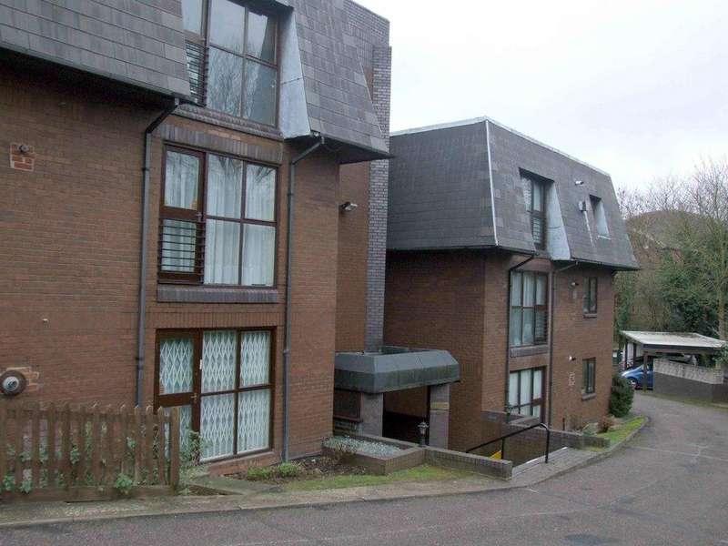 2 Bedrooms Flat for sale in Broadhurst Avenue