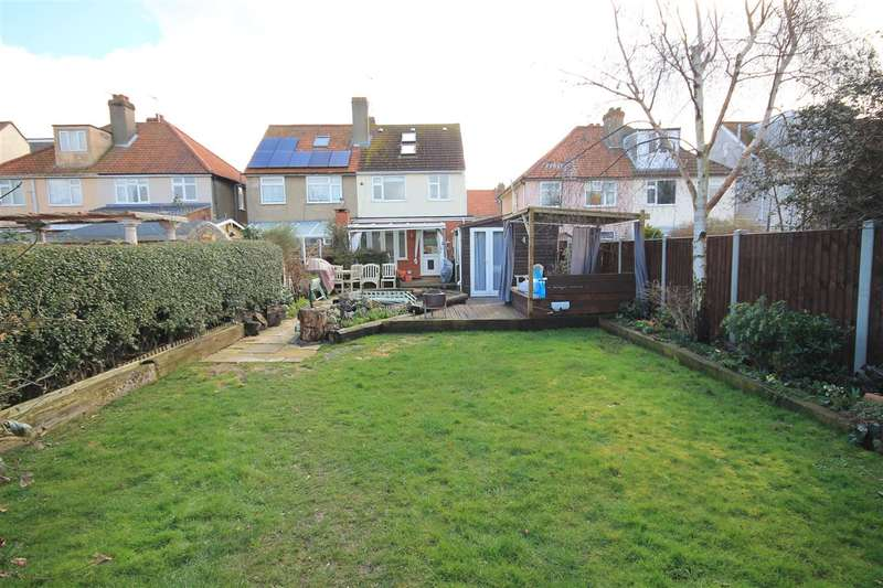 4 Bedrooms House for sale in Beaumont Avenue, Clacton on Sea