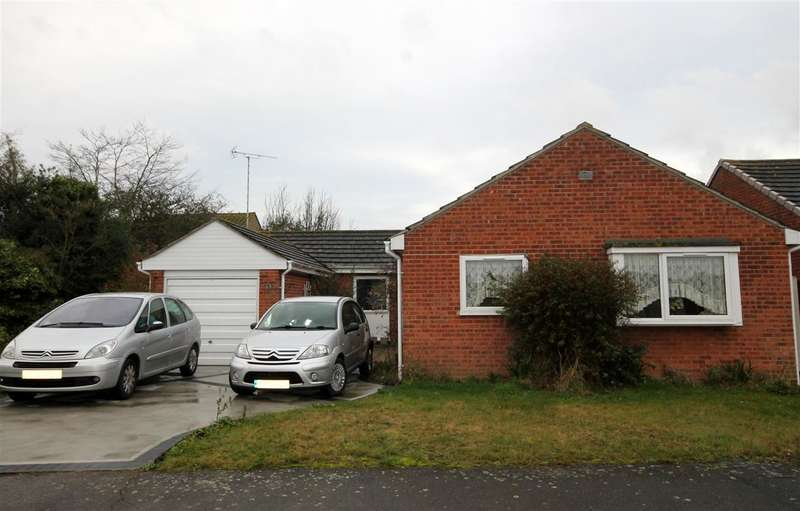 4 Bedrooms Bungalow for sale in Sudbourne Avenue, Clacton on Sea