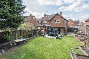 3 Bedrooms Property for sale in Cowley Crescent Hersham, Walton-On-Thames
