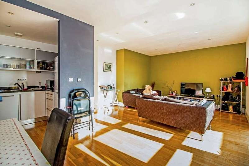 2 Bedrooms Flat for sale in The Lock Building, 41 Whitworth Street West, Manchester, M1
