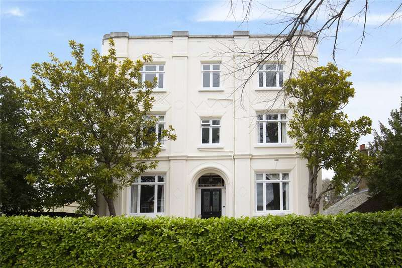 2 Bedrooms Flat for sale in Wolsey Road, East Molesey, Surrey, KT8