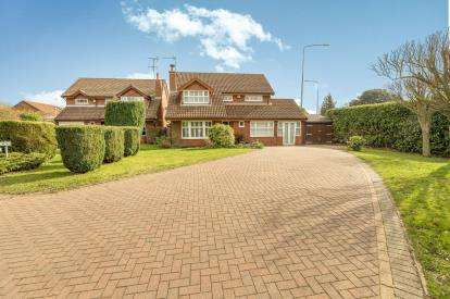 4 Bedrooms Detached House for sale in The Peacocks, Warwick, Warwickshire