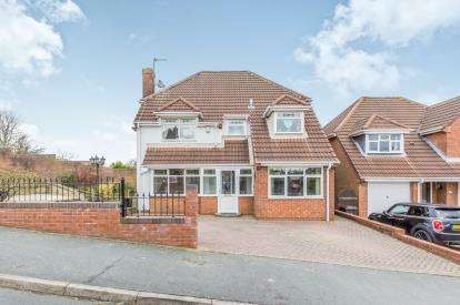 4 Bedrooms Detached House for sale in Longsdon Close, Newcastle, Staffordshire