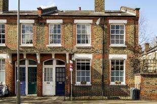 2 Bedrooms Flat for sale in Freedom Street, Battersea, London