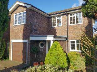 4 Bedrooms Detached House for sale in Victoria Close, Midhurst, West Sussex