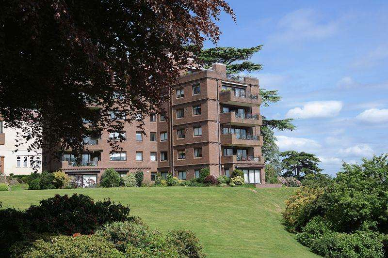 2 Bedrooms Apartment Flat for sale in Lythe Hill Park, Haslemere
