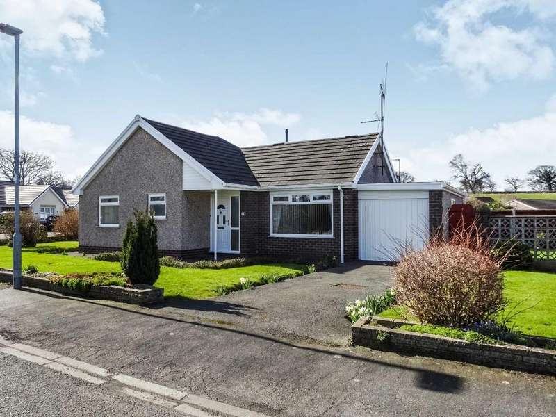 2 Bedrooms Detached Bungalow for sale in Ffordd Siarl, St. Asaph