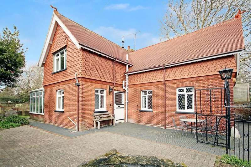 3 Bedrooms Detached House for sale in The Coach House, Grand Avenue, West Worthing BN11 5BB