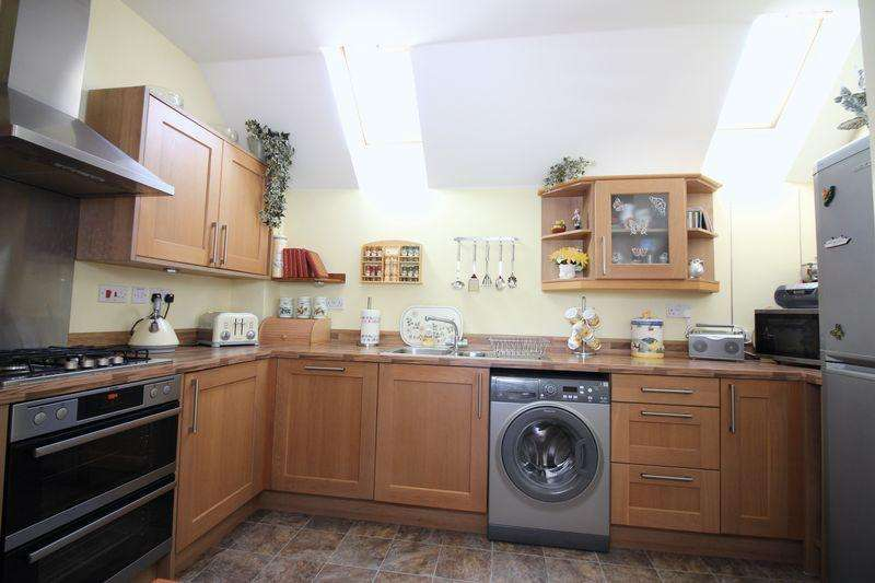 2 Bedrooms Detached House for sale in Whimbrel Avenue, Portishead