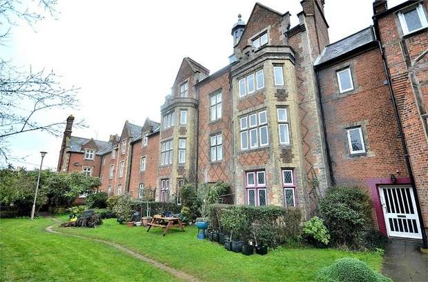 2 Bedrooms Flat for sale in The Close, Dunmow, Essex