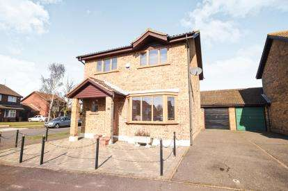 3 Bedrooms Detached House for sale in Shoeburyness, Southend-On-Sea, Essex