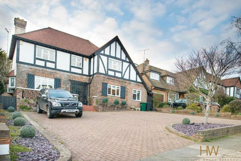 4 Bedrooms Detached House for sale in Woodland Drive, Hove, BN3 6DE