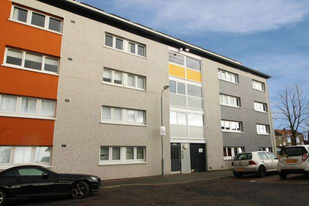 2 Bedrooms Flat for sale in Burns Court, Glasgow, G66 2NR