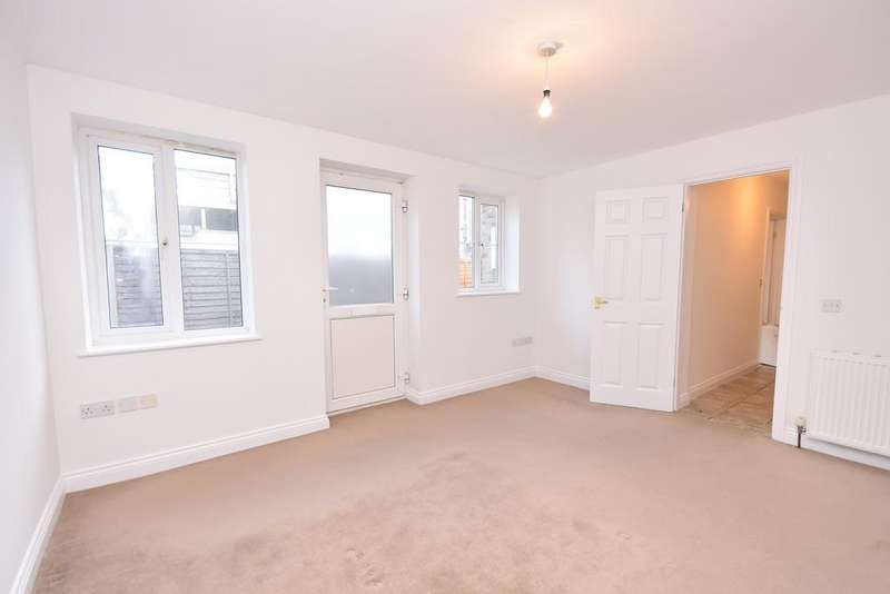 3 Bedrooms Semi Detached House for rent in Roumelia Lane BH5