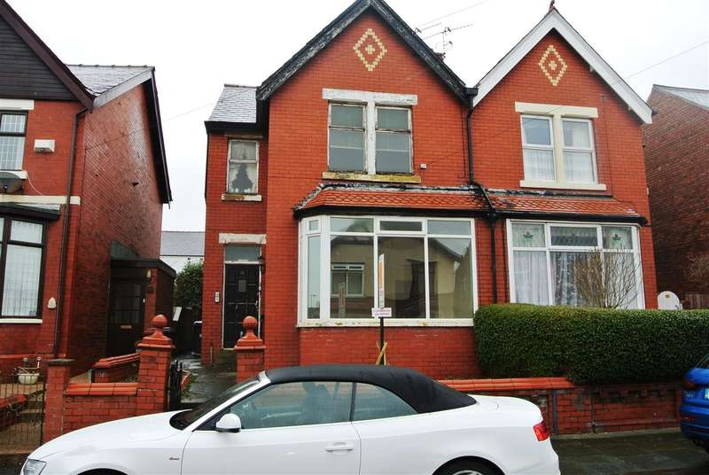 2 Bedrooms Flat for sale in Norwood Avenue, Blackpool