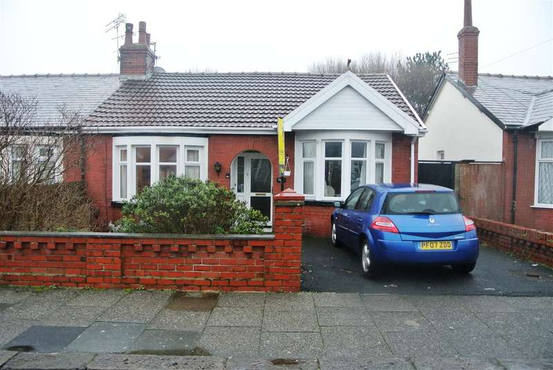 2 Bedrooms Bungalow for sale in Selby Avenue, Blackpool