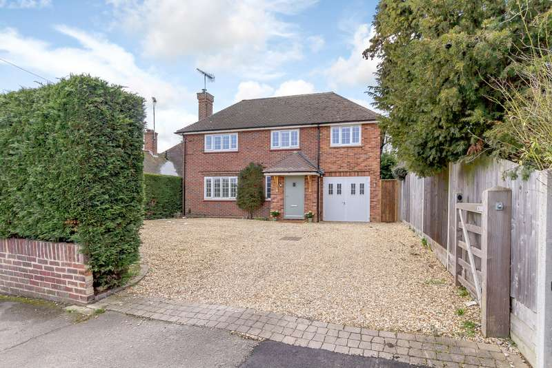 5 Bedrooms Detached House for sale in Aldershot