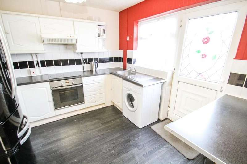 3 Bedrooms Terraced House for sale in Snowden Walk, Bramley, Leeds