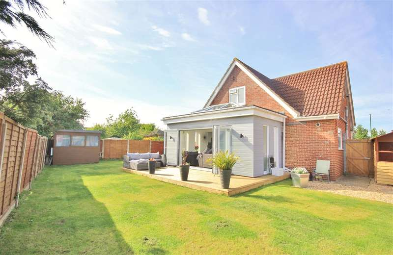 3 Bedrooms Bungalow for sale in Sunbury Close, Bournemouth