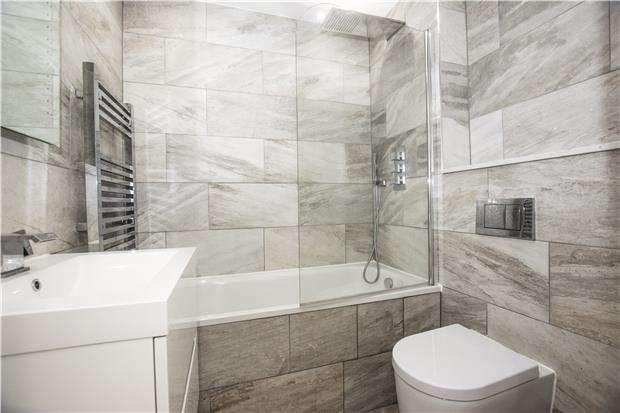 2 Bedrooms Flat for sale in 11 Dartel House, 2 Lumley Road, HORLEY, Surrey, RH6 7JL