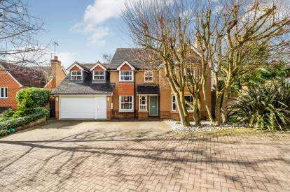 6 Bedrooms Detached House for sale in Woodford, Green, Essex