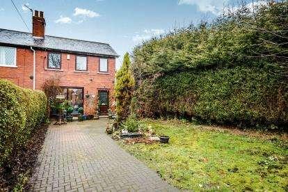 3 Bedrooms Semi Detached House for sale in Woodland Avenue, Kirkthorpe, Wakefield, West Yorkshire