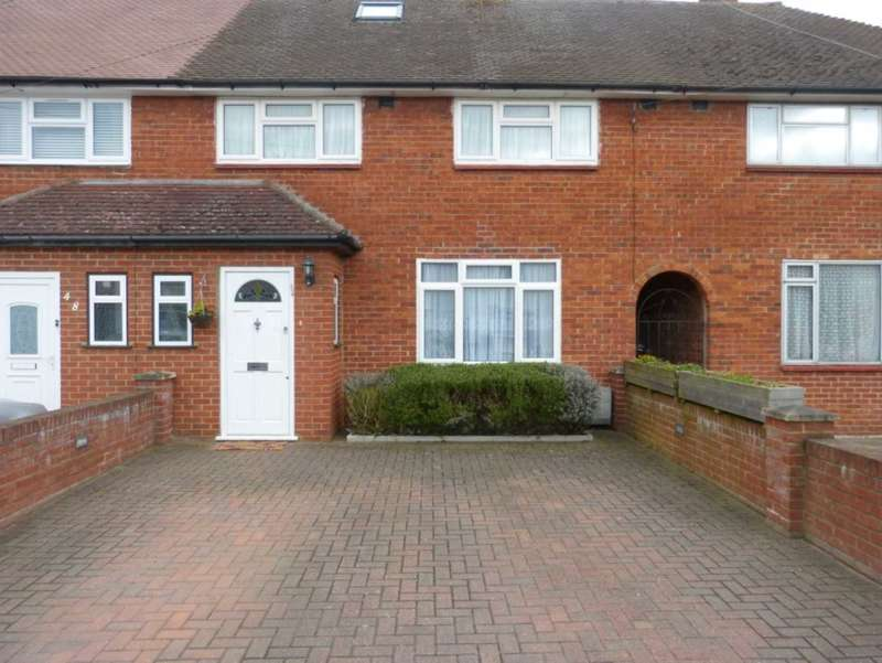 3 Bedrooms Terraced House for sale in Barton Way, Borehamwood