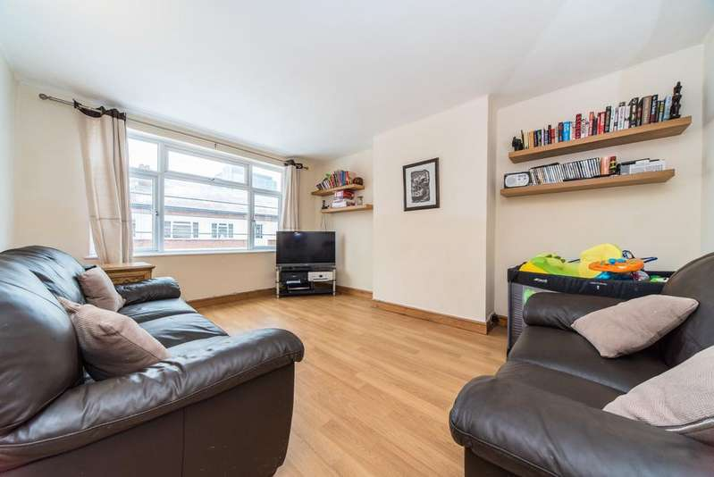 2 Bedrooms Flat for sale in Manor Vale, Brentford