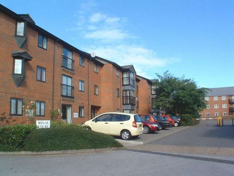 2 Bedrooms Flat for sale in Regal Court, Hitchin, Hertfordshire