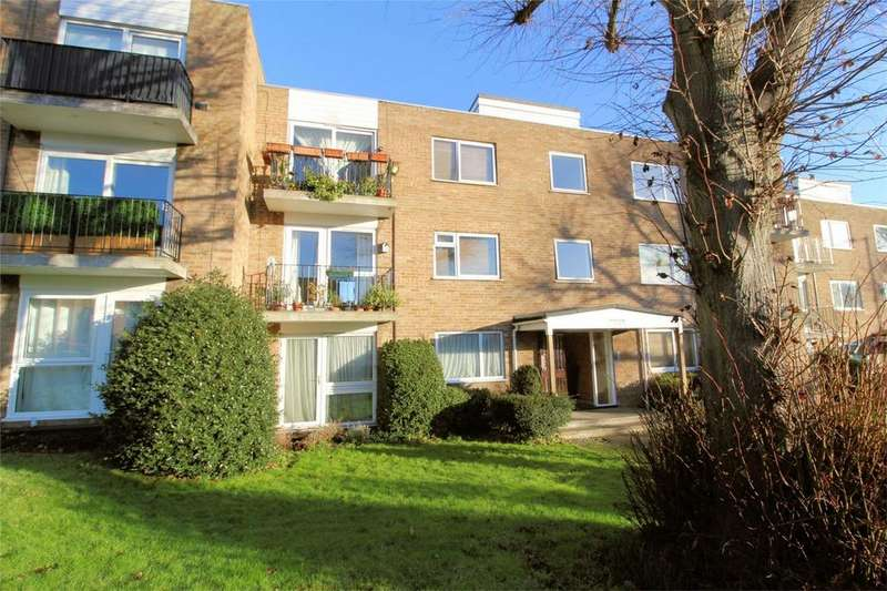 2 Bedrooms Flat for sale in Priory Court, HITCHIN, Hertfordshire