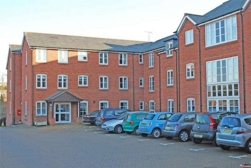 1 Bedroom Retirement Property for sale in Whitings Court, Paynes Park, HITCHIN, Hertfordshire