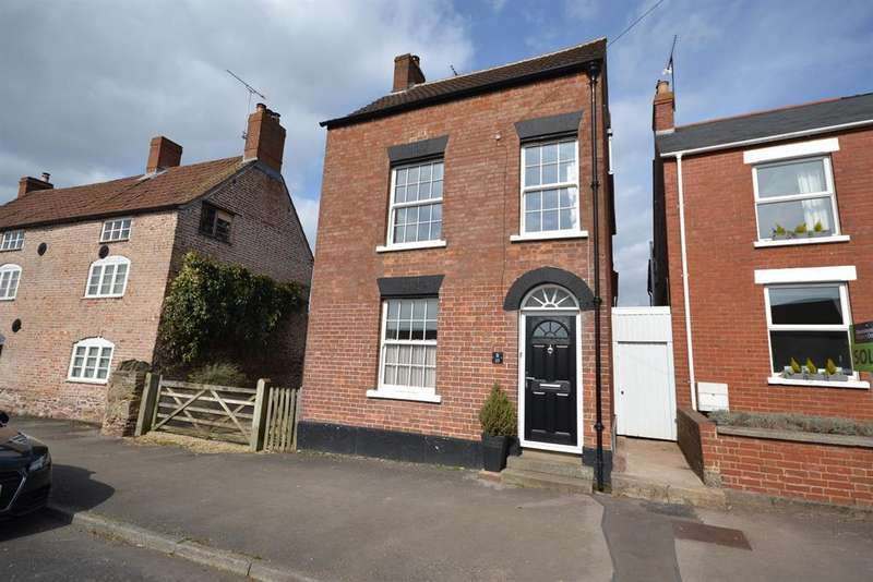 4 Bedrooms Detached House for sale in Lynch Road, Berkeley, GL13 9TA