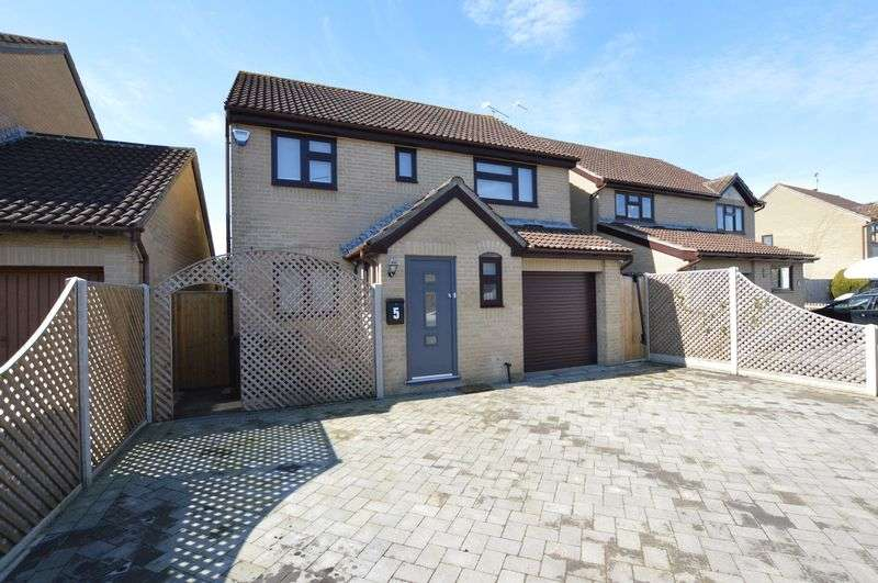 4 Bedrooms Property for sale in Black Lawn, Gillingham