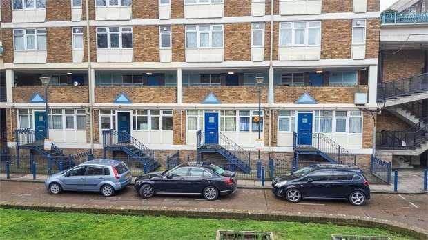 4 Bedrooms Flat for sale in Aytoun Road, London
