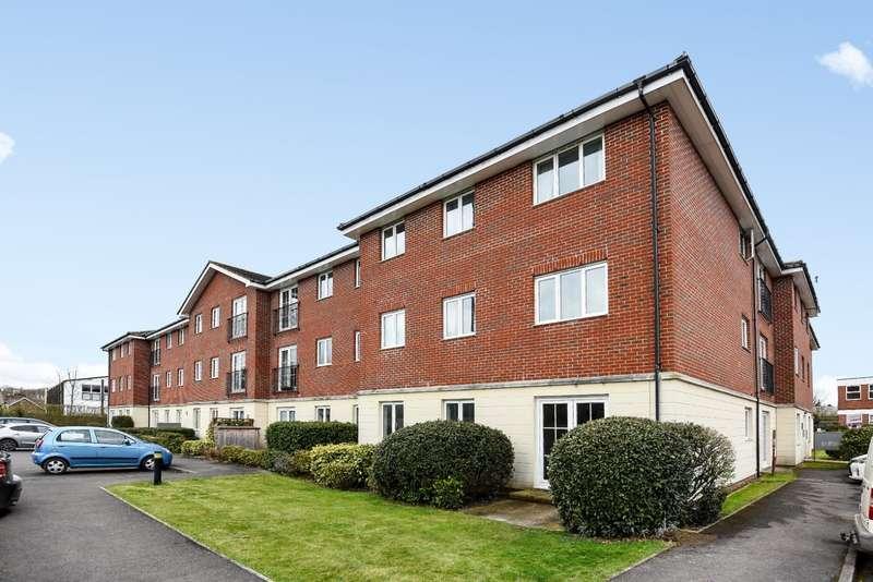 2 Bedrooms Flat for sale in Arundel Court, Brookers Road, Billingshurst, RH14