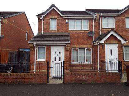 3 Bedrooms Semi Detached House for sale in Gravenmoor Drive, Salford, Greater Manchester