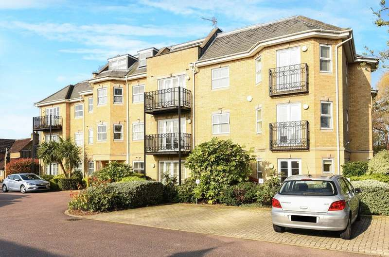 2 Bedrooms Flat for sale in Pinner Road, Northwood