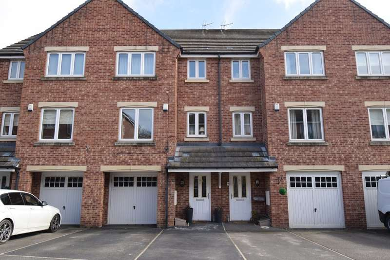 4 Bedrooms Town House for sale in Royal Troon Drive, Wakefield