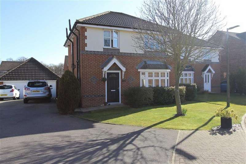 3 Bedrooms Detached House for sale in Stowe Garth, Bridlington, East Yorkshire, YO16