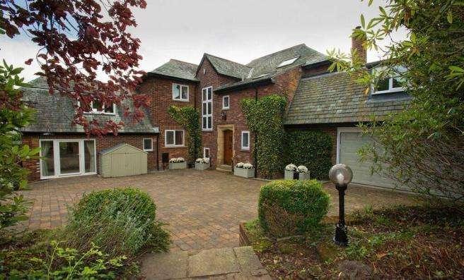 6 Bedrooms Detached House for rent in ALWOODLEY, LEEDS, LS17 7PE