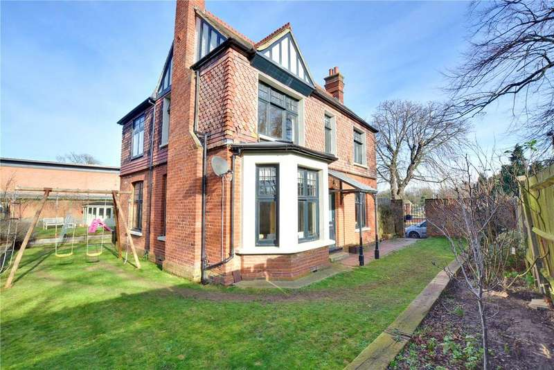 5 Bedrooms Detached House for sale in Cemetery Lane, Charlton, London, SE7