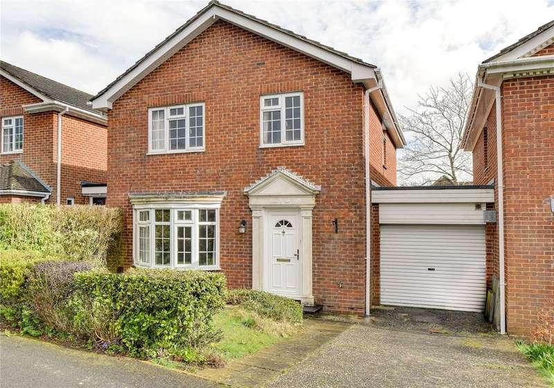 4 Bedrooms Link Detached House for sale in Selborne Close, Petersfield