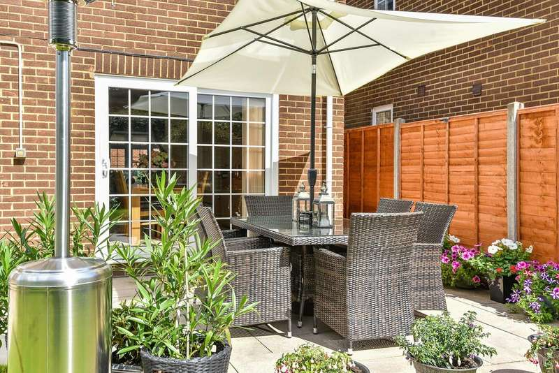 4 Bedrooms Detached House for sale in Cherry Orchard, Ditton