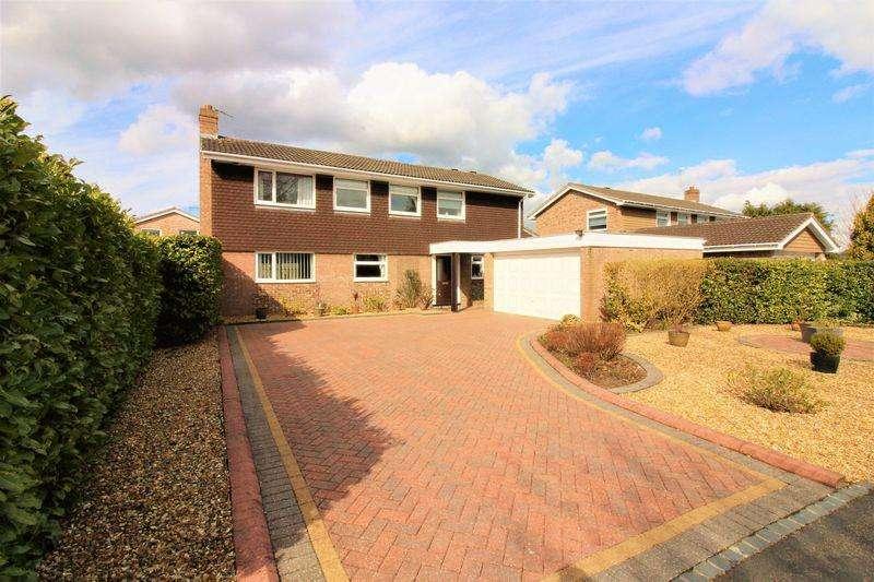 4 Bedrooms Detached House for sale in Berkley Drive, Belgrave Park, Chester