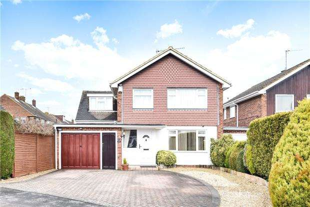 4 Bedrooms Detached House for sale in Ashtrees Road, Woodley, Reading