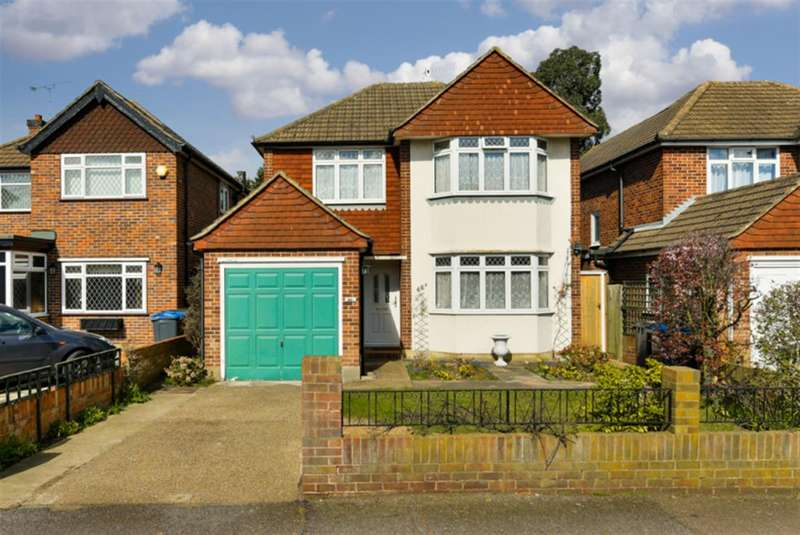 3 Bedrooms Detached House for sale in Ditton Road, Surbiton