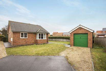 2 Bedrooms Bungalow for sale in Millers Court, Louth, Lincolnshire, .